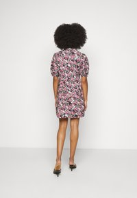 Vero Moda Petite - VMANNELINE DRESS - Košilové šaty - black/yellow - 2