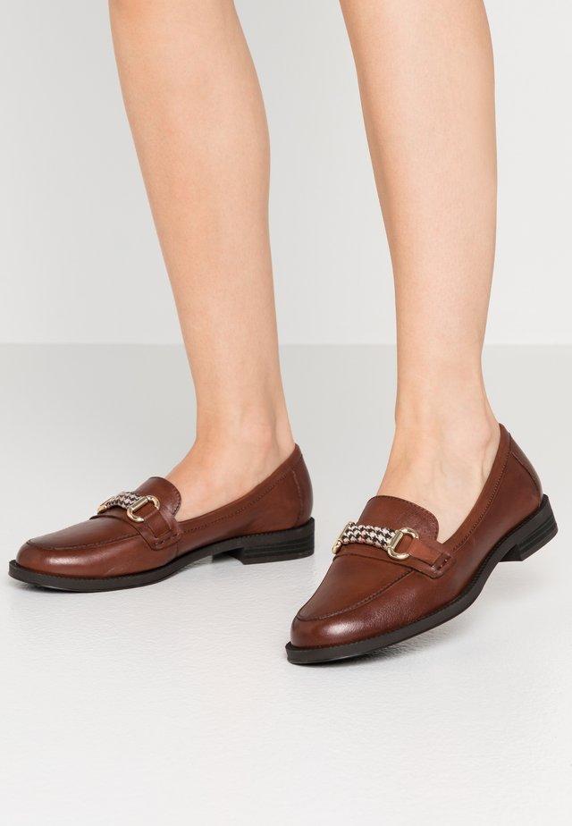 Scarpe senza lacci - cinnamon