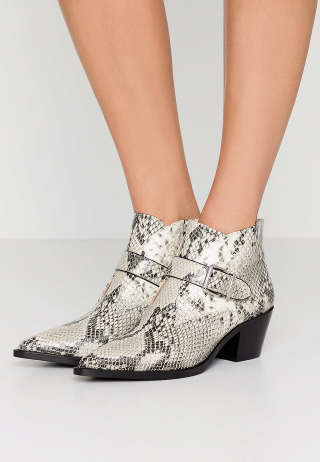 WESTERN ROAD - Ankle boots - natur