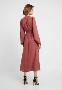 Vero Moda - VMEDDA DRESS - Skjortekjole - mahogany - 3