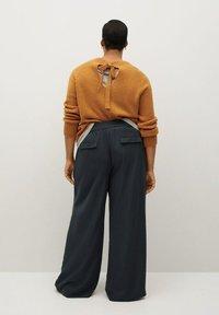 Violeta by Mango - NOP - Trousers - dunkelgrau meliert - 2