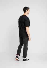 Revival Tee - LAS VEGAS TEE - T-shirt z nadrukiem - black - 2