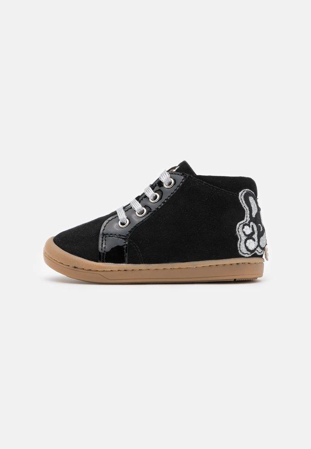 KIKKI BULLDOG - Zapatos de bebé - black/silver