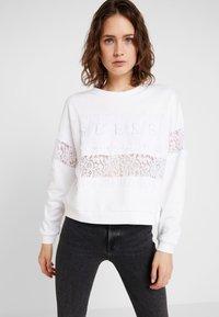 Guess - STRIPE - Sweatshirt - true white - 0