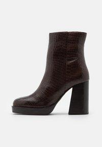 Kotníková obuv na vysokém podpatku - dark brown