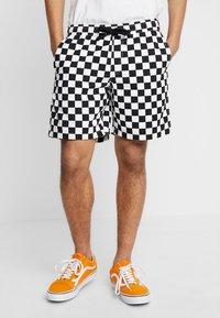 Vans - MN RANGE SHORT 18 - Shorts - black/white - 0