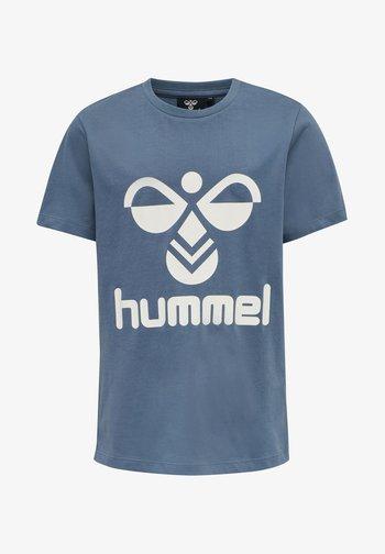 HMLLTRES - T-shirt z nadrukiem - china blue