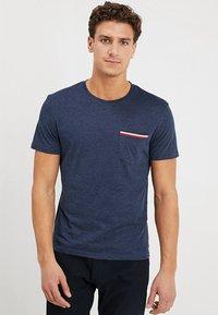 Pier One - T-shirt basic - mottled dark blue - 0