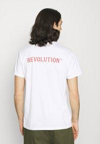 REVOLUTION - Print T-shirt - white - 2