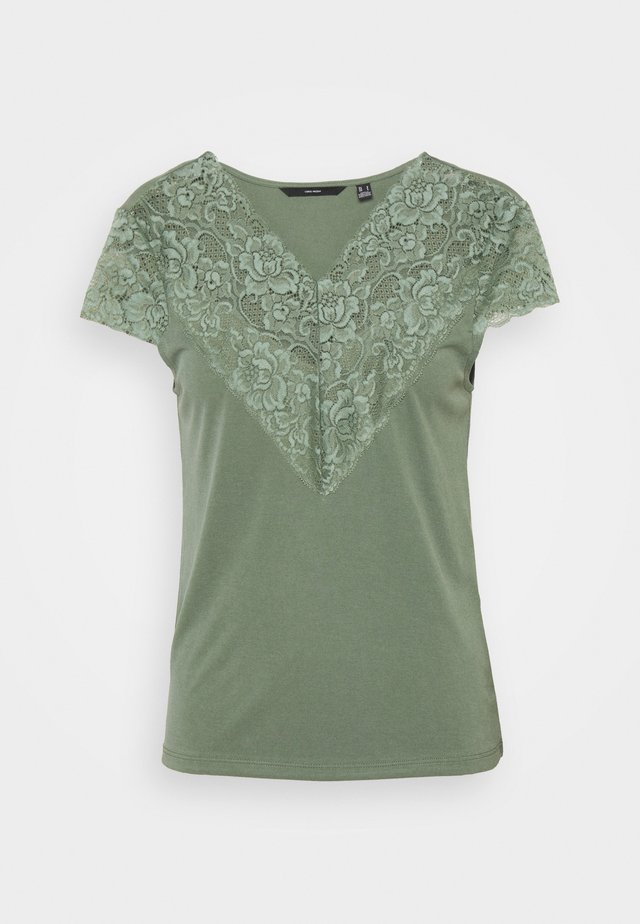 VMPHINE CAP SLEEVE - T-shirt print - laurel wreath
