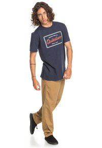 Quiksilver - BLAZING BACK  - Print T-shirt - navy blazer heather - 1