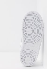 Nike Sportswear - COURT BOROUGH 2 UNISEX - Sneaker low - white - 5