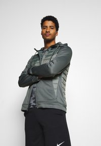 Nike Performance - Giacca sportiva - smoke grey/smoke grey/black - 3