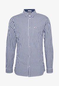 Tommy Jeans - OVERDYE - Shirt - white/twilight navy - 4