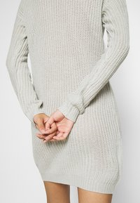 Missguided - AYVAN OFF SHOULDER JUMPER DRESS - Jumper dress - light grey - 5