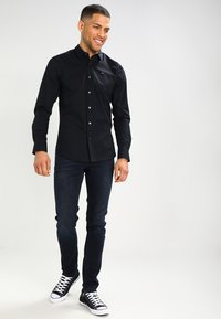 Tommy Jeans - ORIGINAL STRETCH SLIM FIT - Chemise - black - 1