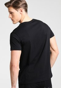 GANT - THE ORIGINAL - T-shirt - bas - black - 2