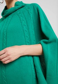 Benetton - MIX CABLE PONCHO - Ponczo - green