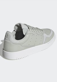 adidas Originals - SUPERCOURT W - Sneakersy niskie - ashsil/ashsil/crywht - 6