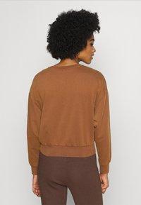 ONLY - ONLLUCINDA LIFE SHORT STAR BOX - Sweatshirt - cappuccino - 2