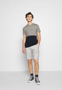 Jack & Jones - JORSTATION - T-shirt imprimé - light grey melange - 1