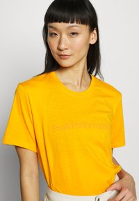 Peak Performance - TRACK TEE - T-shirt med print - explorange - 4
