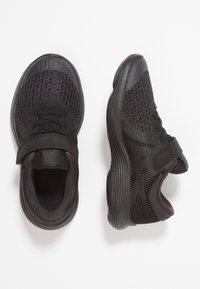 Nike Performance - REVOLUTION 4 - Hardloopschoenen neutraal - black/white/anthracite - 0