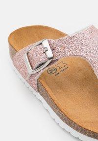 Friboo - Sandály s odděleným palcem - light pink - 5