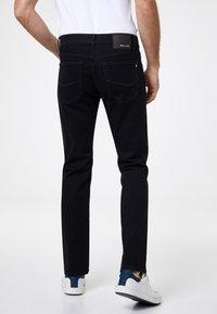 Pierre Cardin - PIERRE CARDIN MODERN FIT JEANS VOYAGE LYON - Straight leg jeans - black - 2