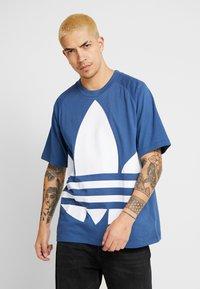 adidas Originals - TREFOIL TEE - T-shirt print - marine - 0