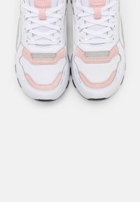 Puma - RS 2.0 FUTURA  - Trainers - white/peachskin