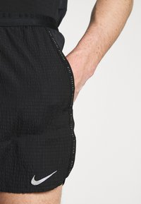 Nike Performance - FLEX - Pantaloncini sportivi - black/silver - 6