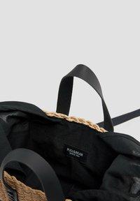 PULL&BEAR - ZWEIFARBIGE  - Handbag - black - 5
