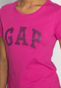 GAP - TEE - T-shirt z nadrukiem - hot magenta - 4
