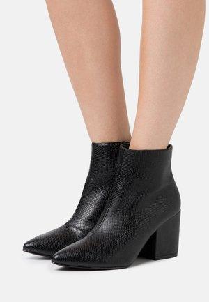KOLA - Korte laarzen - black