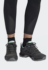 adidas Performance - TERREX AX3 GTX SHOES - Baskets basses - grey - 0