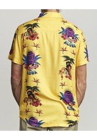 RVCA - Shirt - golden yellow - 1