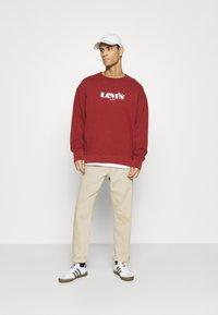 Levi's® - PRIDE RELAXED GRAPHIC CREW UNISEX - Sweatshirt - blacks - 1
