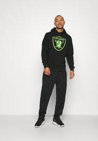 Fanatics - NFL LAS VEGAS RAIDERS NEON POP CORE GRAPHIC HOODIE - Sweatshirt - black - 1