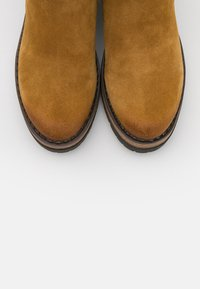 Marco Tozzi by Guido Maria Kretschmer - Platform ankle boots - mustard - 5