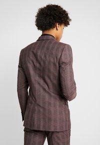 Burton Menswear London - MAUVE POW - Giacca elegante - burgundy - 2