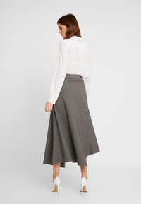 Apart - GLENCHECK SKIRT - Maxi skirt - cream/taupe - 2