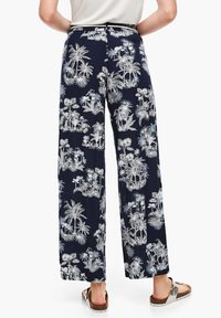 s.Oliver - ALLOVER-PRINT - Trousers - dark blue aop palms - 3