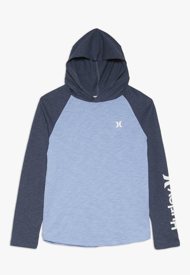 MARLED RAGLAN - Jersey con capucha - light blue
