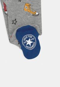 Converse - SNEAKER PRINTED FOOTED UNISEX - Sleep suit - dark grey heather - 2