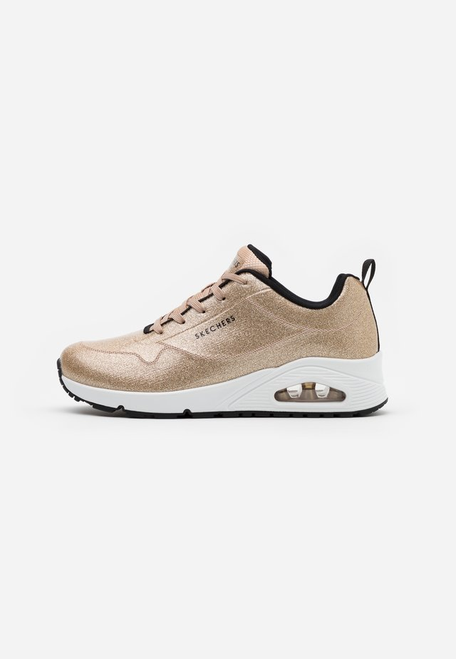 UNO - Sneakers laag - champagne gold glitter hot melt