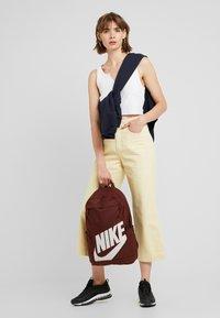 Nike Sportswear - ELEMENTAL - Rucksack - bronze/eclipse - 5