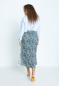 Violeta by Mango - MIT SCHLITZ - Pleated skirt - grün - 2