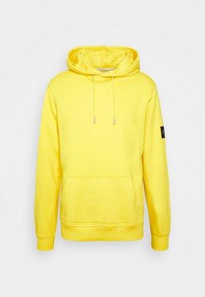 MONOGRAM SLEEVE BADGE HOODIE - Hoodie - yellow