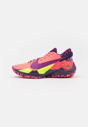 ZOOM FREAK 2 NRG - Koripallokengät - bright mango/red plum/volt/grand purple